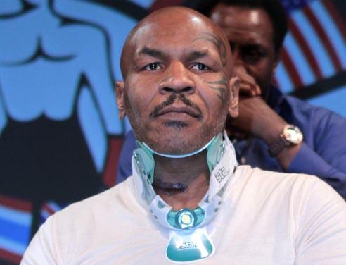 Mike Tyson tranquillizza tutti i suoi fans dopo aver subito un intervento chirurgico al collo, si è mostrato in pubblico con una grossa cicatrice ma ... - mike-tyson-intervento-al-collo