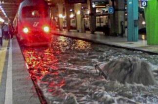 napoli-la-pioggia-fa-camminare-la-metropolitana-sott'acqua